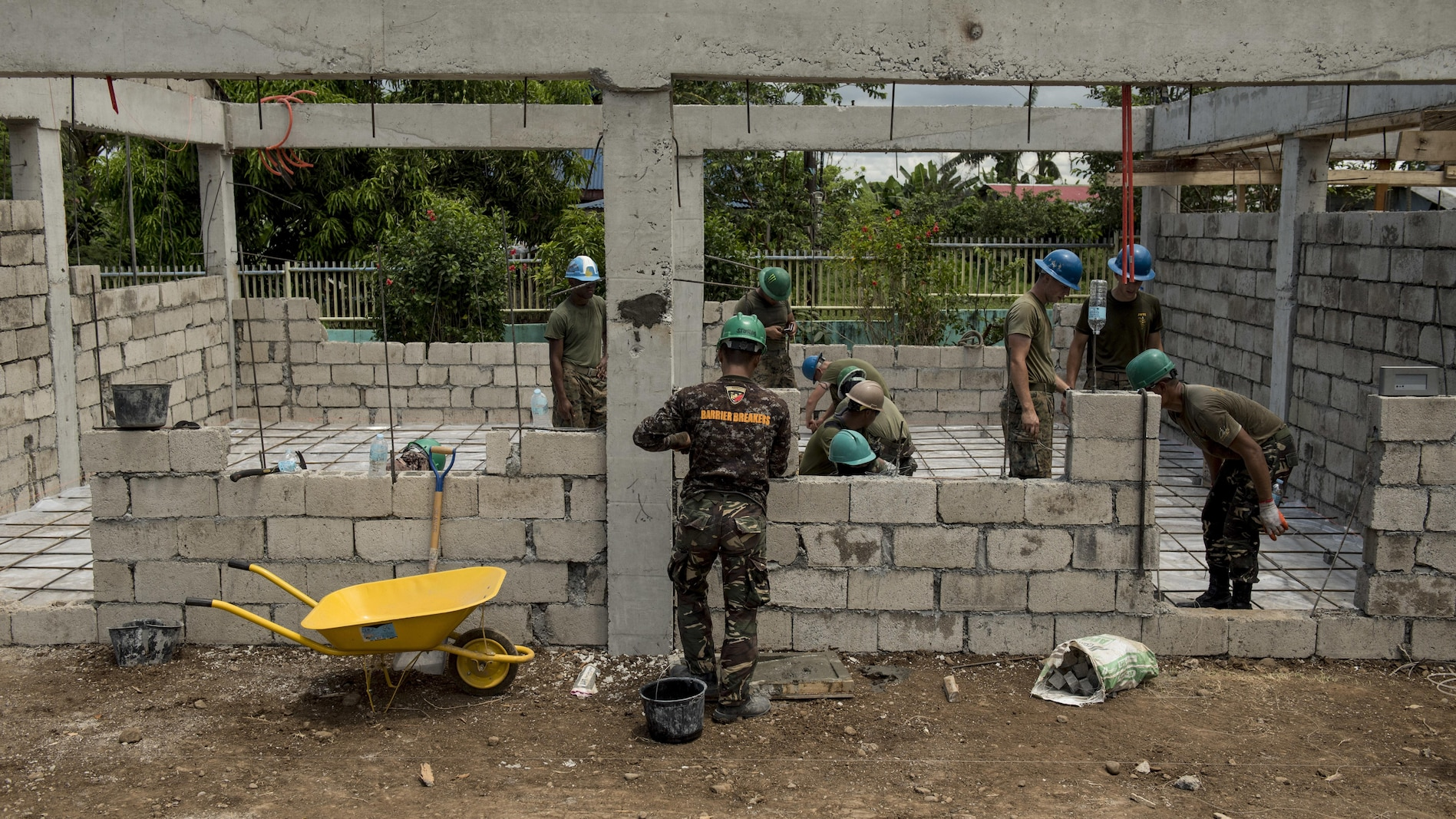 Philippine Soldiers and U.S. military engineers prepare a structure for concrete pouring during Balikatan 2017 in Ormoc City, Leyte, April 23, 2017.