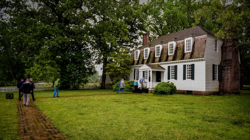 Members of the U.S. Air Force and both the French and Royal air force visit the Moore House at Yorktown Battlefield, Va., April 22, 2017. A few service members from the three nations took a trip to Yorktown Battlefield to learn about the Siege of Yorktown, a historical event in the trio of nations' past. (U.S. Air Force photo/Staff Sgt. Areca T. Bell)