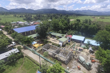 Armed Forces of the Philippines and U.S. military engineers build a classroom during Balikatan 2017 in Ormoc City, Leyte, April 24, 2017.