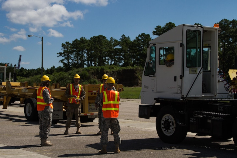 Army Reserve Soldiers Unload Valuable Experience at Trans Mariner 17
