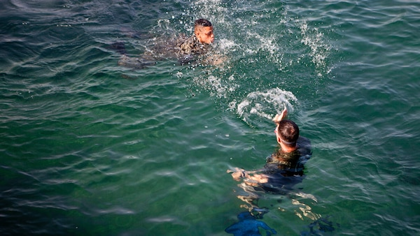 U.S. Marine Sgt. David G. Gaudette II, the detachment staff noncommissioned officer in charge of the Honduras Detachment, Ground Combat Element, Special Purpose Marine Air-Ground Task Force - Southern Command, trains Honduran marines in basic water survival skills in Trujillo, Honduras, July 26, 2017. The training was part of a basic infantry skills course for Honduran marines. The Marines and sailors of SPMAGTF-SC are deployed to Central America from June to November 2017 to conduct security cooperation training and engineering projects with their counterparts in Belize, El Salvador, Guatemala, and Honduras.