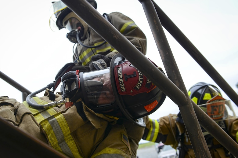 Firefighters from the 23d Civil Engineer Squadron carry a simulated victim down a staircase during rapid intervention fire training, Aug. 3, 2017, at Moody Air Force Base, Ga. Rapid intervention refers to the rescue of downed firefighters when they find themselves in trouble. During the course, Moody firefighters, as well as a Lowndes County firefighter, learned how to perform self-rescue, team rescue, and basic skills such as CPR and various carries in order to transport victims. (U.S. Air Force photo by Airman 1st Class Lauren M. Sprunk)