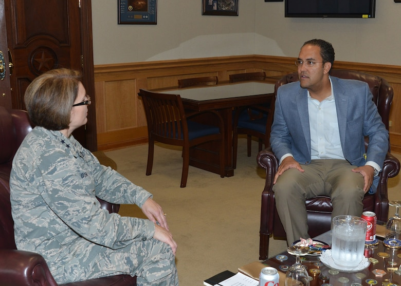 Congressman Will Hurd, 23rd District of Texas, visits with Maj. Gen. Mary O'Brien, commander, 25th Air Force.