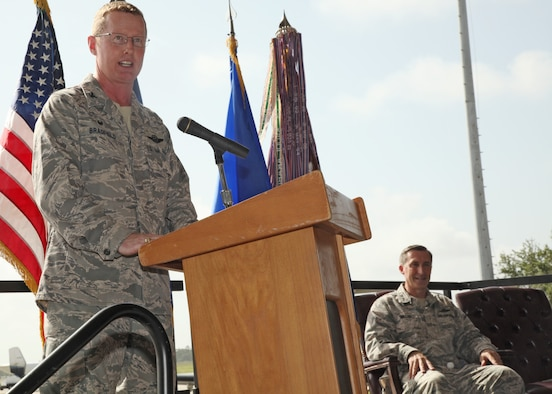 "Col. Frank ""Les"" Bradfield III speaks to the audience."
