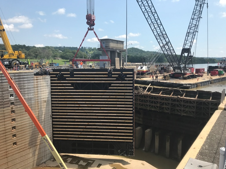 Meldahl Locks and Dam Gate Lift