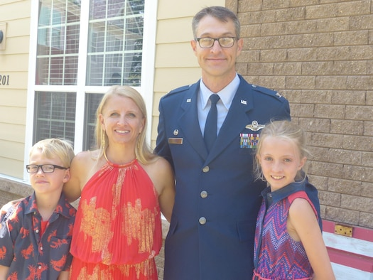 Col. Scott Cain, new Commander of AEDC at Arnold Air Force Base, is pictured here with his wife and two children. (Courtesy photo)