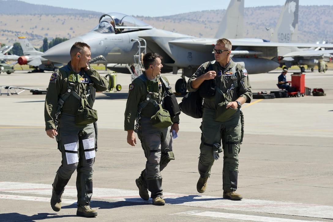 F-16 pilots on flight line