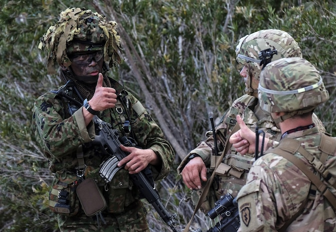Paratroopers of 4th Infantry Brigade Combat Team, 25th Infantry Division communicate friendly unit locations with Japan Ground Self-Defense Force paratroopers using hand and arm signals during Exercise Talisman Saber in Shoalwater Bay Training Area, Australia July 14, 2017.