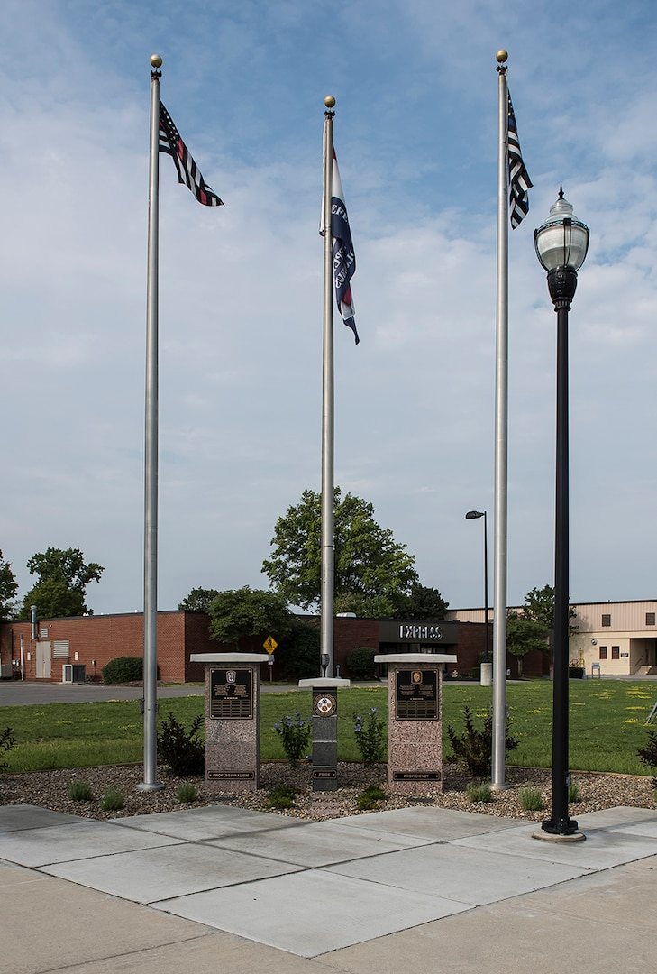 A new memorial at Defense Supply Center Columbus honors federal police, fire and emergency services personnel.