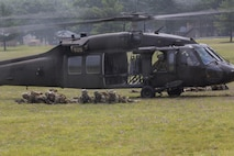 A Sikorsky UH-60 Black Hawk with Alpha Company, 1st Battalion, 168th Infantry Regiment, 34th Infantry Division transfers U.S. Marines with Bravo Company, 1st Battalion, 25th Marine Regiment, 4th Marine Division, Marine Forces Reserve