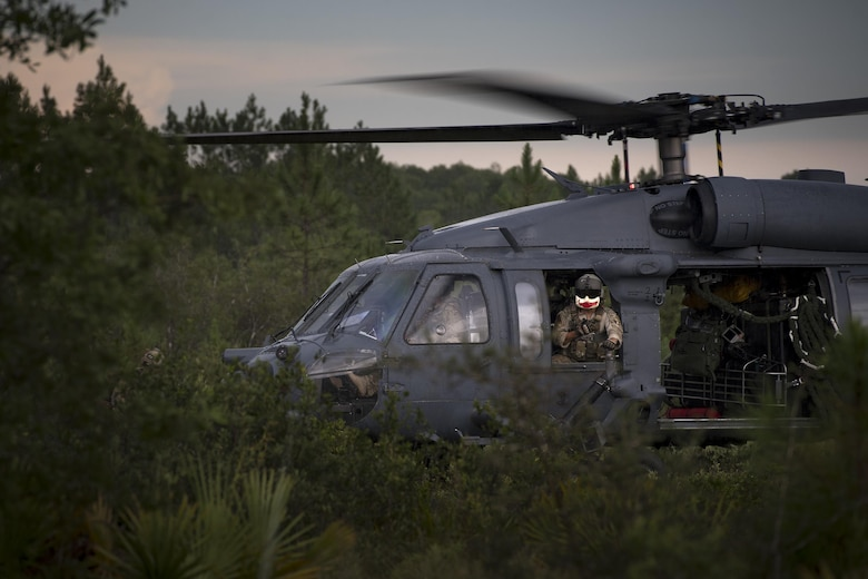A special missions aviator from the 41st Rescue Squadron scans for threats during combat search and rescue training as part of Stealth Guardian, Aug. 10, 2017, in the Apalachicola National Forest, Fla.