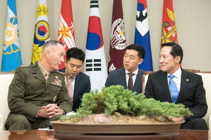 CJCS meets with ROK Minister of Defense Song Young-Moo, Gen. Lee Sun-Jin