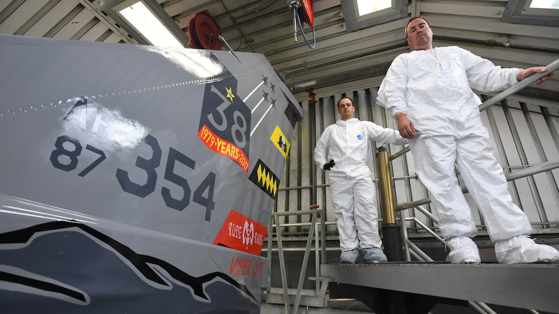 New tail commemorates final Hill AFB F-16