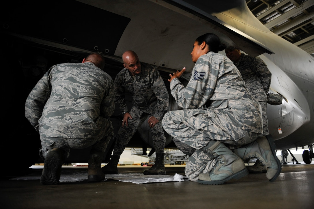 """U.S. Air Force Gen. Carlton """"Dewey"""" Everhart II, commander, Air Mobility Command, visits the 521st Air Mobility Operations Wing during his immersion tour on Ramstein Air Base, Germany, Aug. 14, 2017."""
