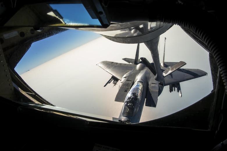 A KC-135 refuels a F-15