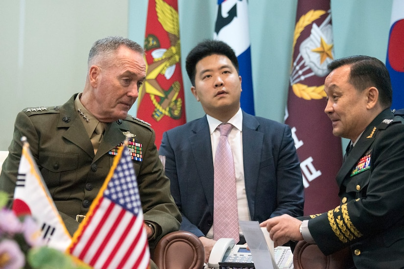 Top U.S. and South Korean generals discussing common issues.