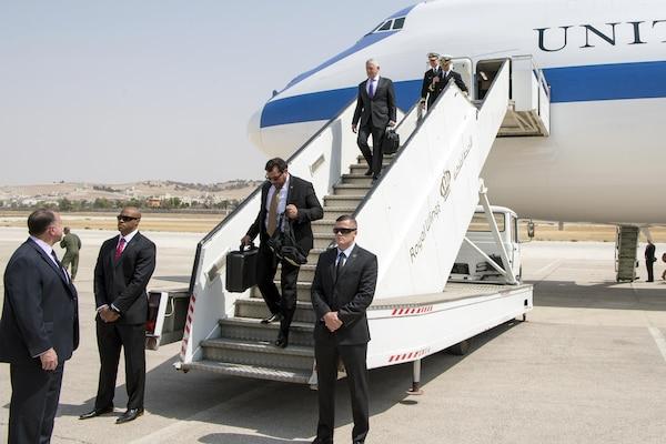 Defense Secretary Jim Mattis arrives in Amman, Jordan, Aug. 20, 2017. DoD photo by Air Force Staff Sgt. Jette Carr