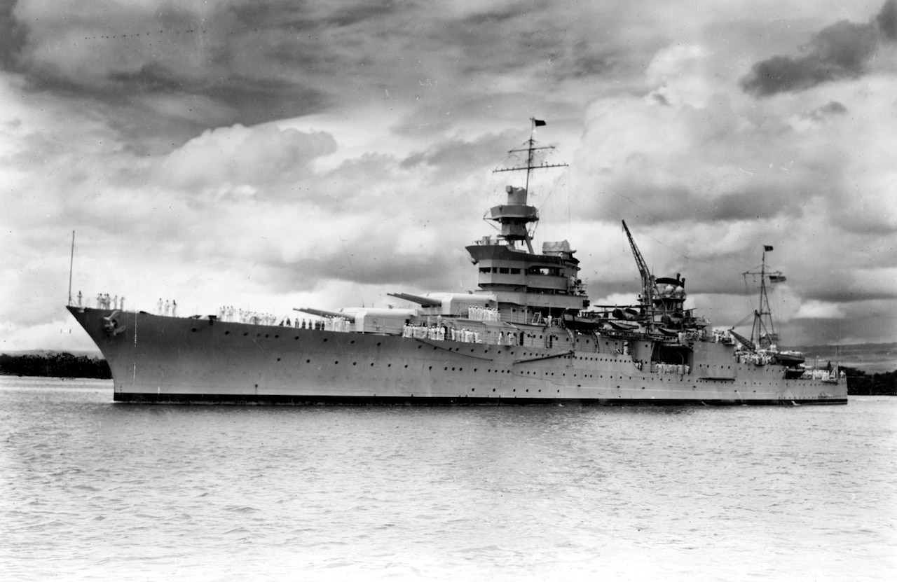 Photo of USS Indianapolis at sea in 1937