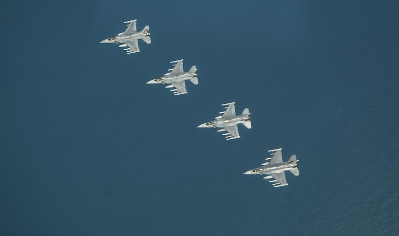 Formation flight commemorates anniversaries