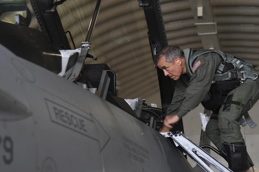 U.S. Admiral Harry Harris Jr., commander of U.S. Pacific Command, visits Osan Air Base, Republic of Korea on Aug. 21, 2017.