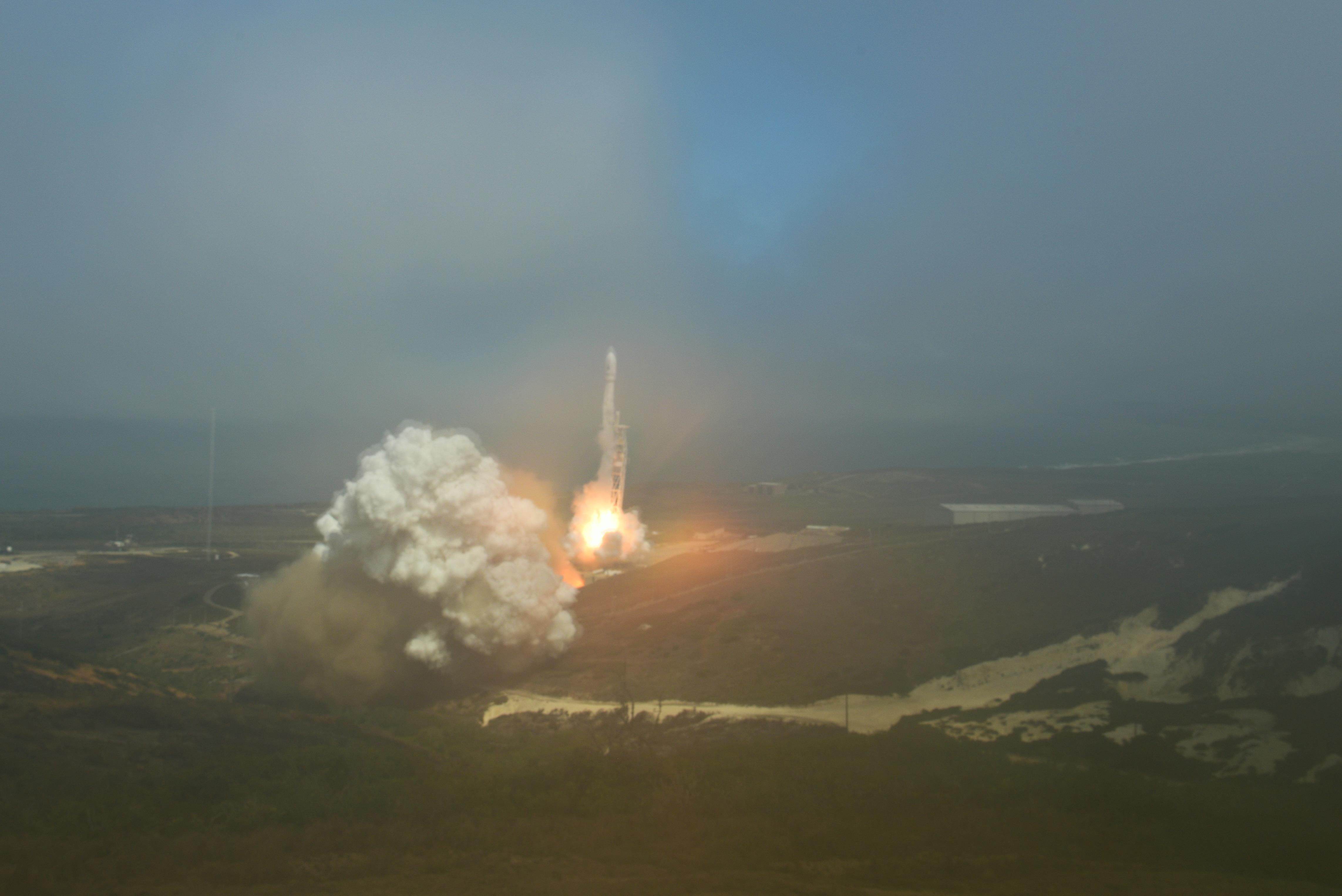 FALCON 9 LAUNCHES FROM VANDENBERG