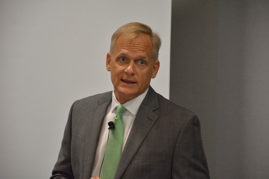 Richard Hartley speaks to Air Force attendees at the 2017 Energy Exchange