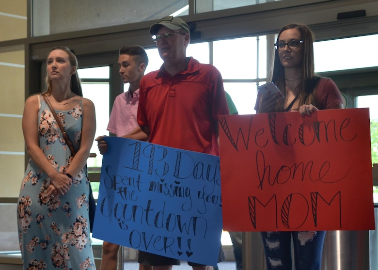 Reservists return from deployment