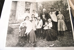The Mallon Family photo depicting Robert Curry Mallon six of 10 children and George Mallon's multiple relatives.