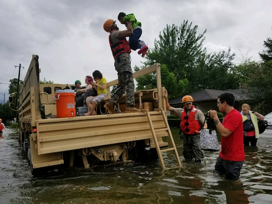 Texas National Guard Soldiers arrive in Houston