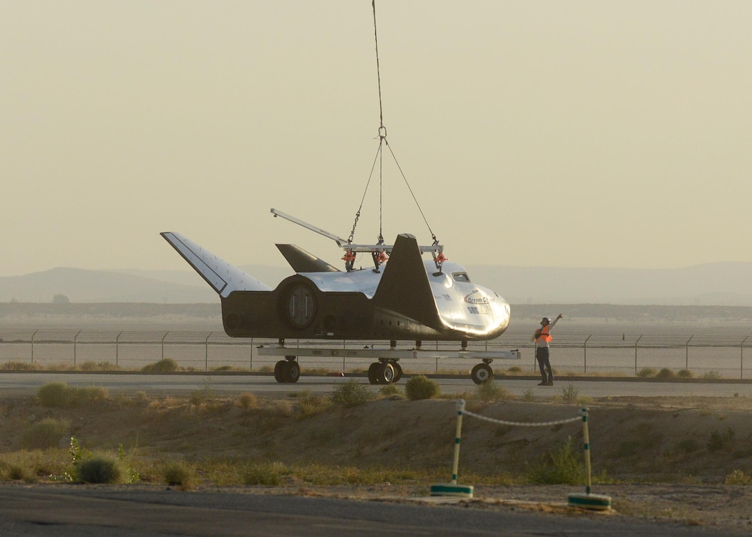 Dream Chaser captive carry test