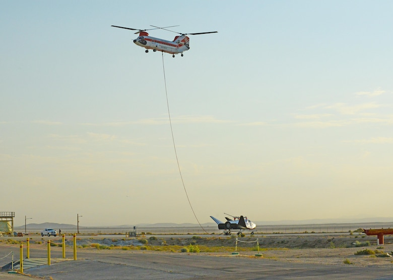 A Columbia Helicopters Model 234-UT Chinook helicopter carries the Dream Chaser over Edwards for a captive carry test Aug. 30. The test was part of the spacecraft's Phase Two flight test efforts to advance the orbiter closer to space flight. (U.S. Air Force photo by Kenji Thuloweit)