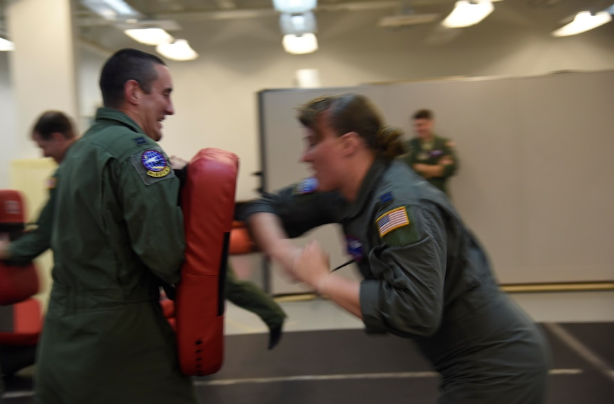 Airmen learn combatives