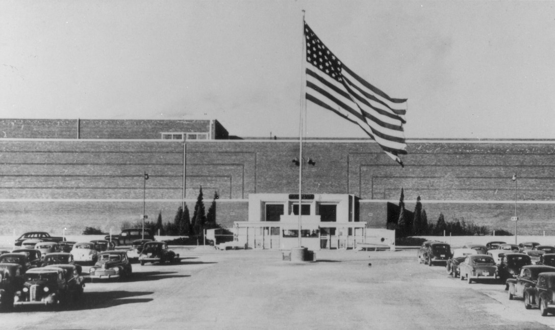 Bldg. 3001, the Oklahoma City Air Materiel Area headquarters, in the late 1940s.
