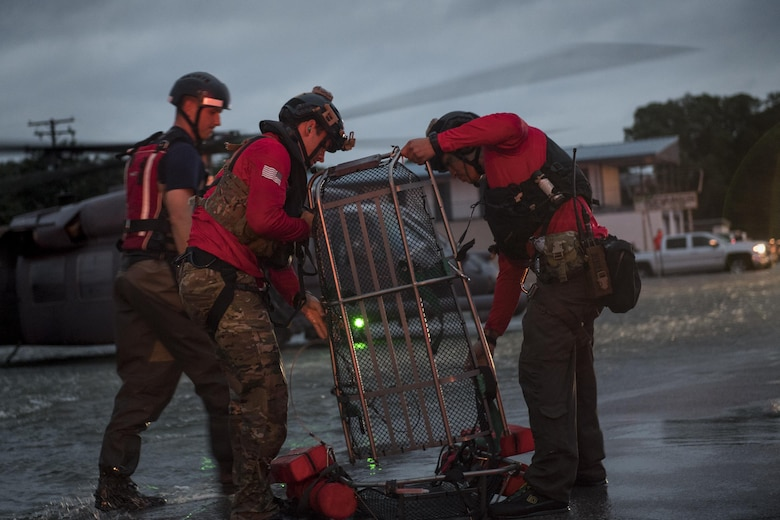 Pararescuemen from the 38th Rescue Squadron set up a basket to carry an evacuee, Aug. 30, 2017, in the Houston, Texas area.
