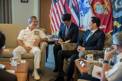 Navy Adm. Harry Harris Jr., commander of U.S. Pacific Command, meets with South Korean Defense Minister Song Young-moo at Pacom headquarters on Camp H.M. Smith, Hawaii, Aug. 31, 2017. Harris and Song discussed coordination measures to effectively respond to provocations on the Korean Peninsula. Navy photo by Petty Officer 2nd Class Robin W. Peak