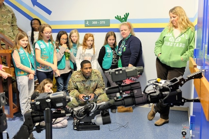 Army Reserve Soldiers help Girl Scouts learn about robots