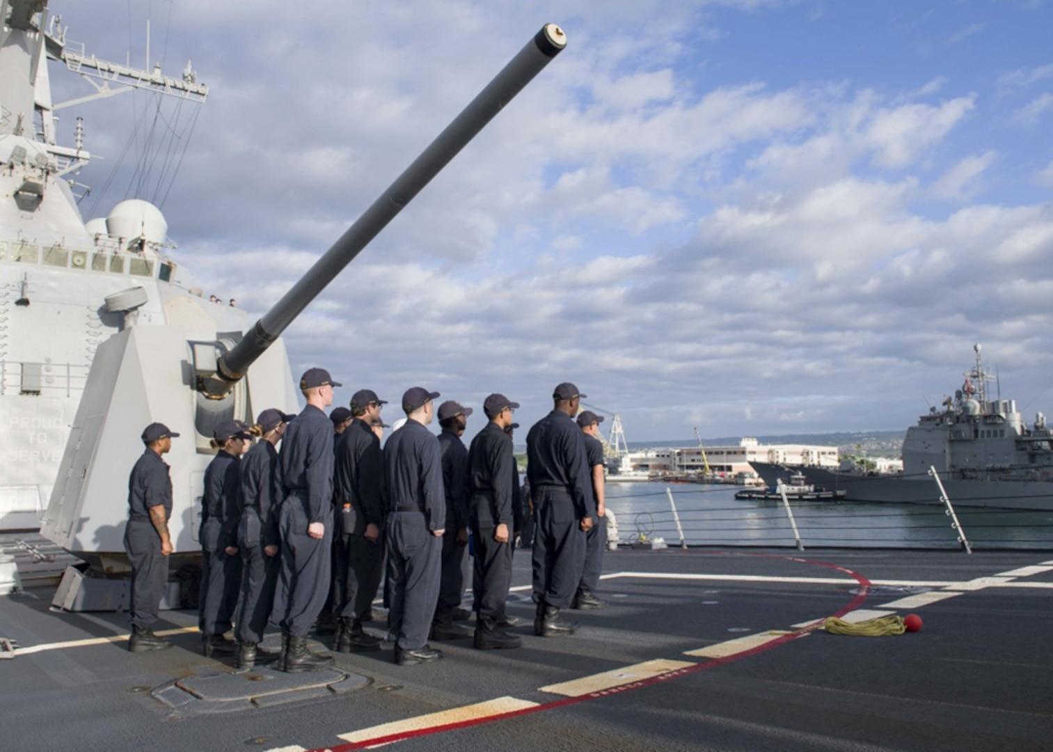 USS Pinckney Arrives in Hawaii