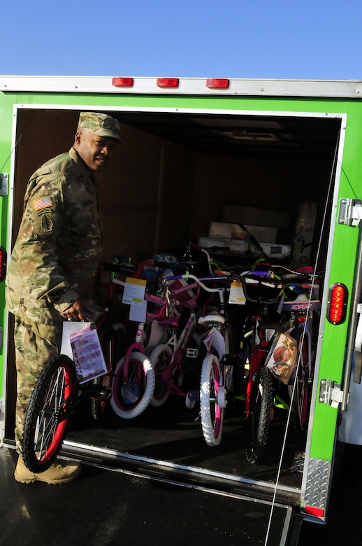 316th ESC Soldiers collect toys, food, and give time for charities