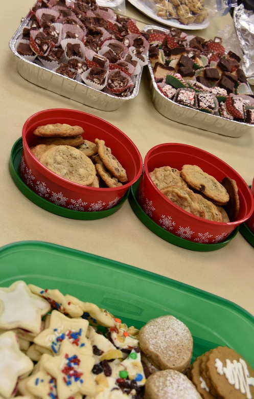 Cookies for the Troops: sharing holiday spirit