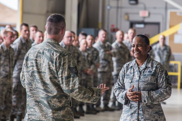 Air Mobility Command Command Chief Master Sgt. Shelina Frey visits with Missouri Air National Guard Airmen at Rosecrans.