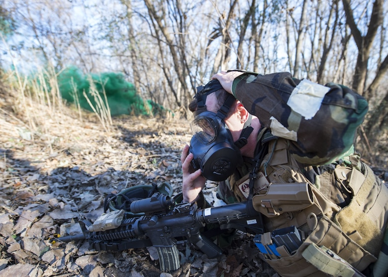 U.S. Air Force Airmen from the 133rd Security Forces Squadron participate in a training exercise at the 934th Explosive Ordinance Range in St. Paul, Minn., Nov. 19, 2017.