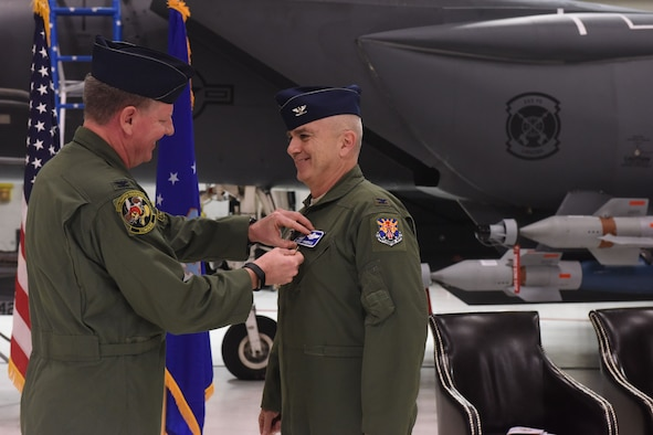 414th FG changes command