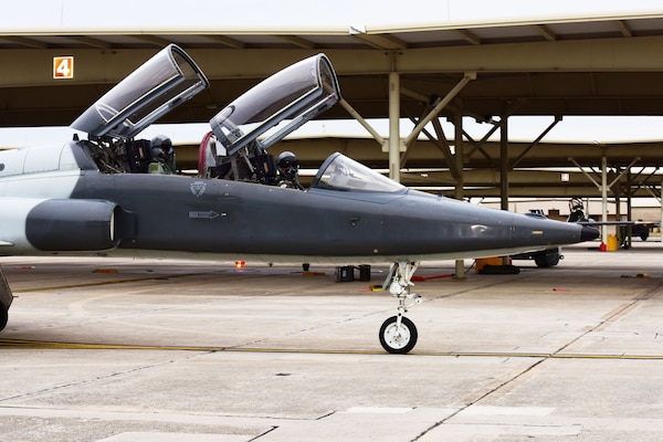 560th FTS Trains Navy Test Pilots