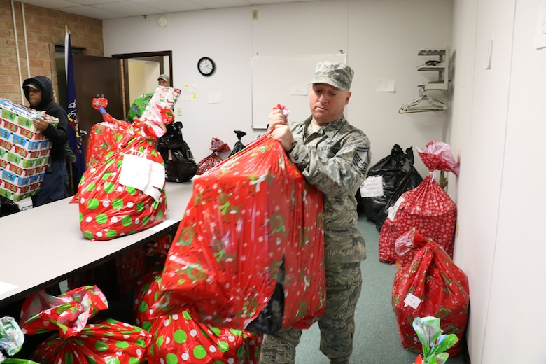 Senior Master Sgt. Matthew Mannion, 271st Combat Communications Squadron, unloads donated gifts at the Lebanon County assistance office, Lebanon, Pennsylvania, Dec. 6, 2017. The gifts were from 28th annual Holiday Wish Program gift drive and will be distributed to families and individuals in need. (U.S. Air National Guard photo by Master Sgt. Culeen Shaffer/Released)