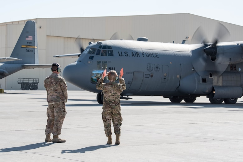Commander of the Air Force Reserve Command visits AUAB