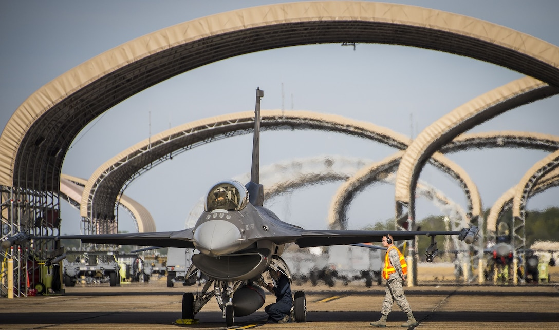 F-16 hot pitting