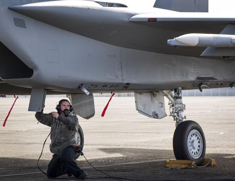 F-15 hot pitting