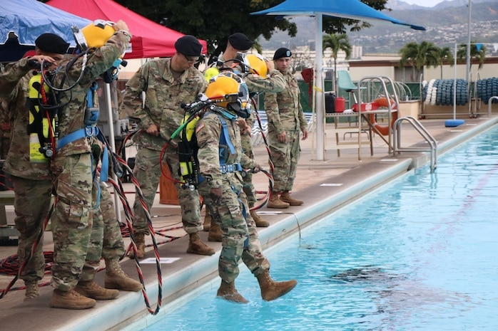 7th Engineer Dive Detachment Conducts Underwater Change of Command