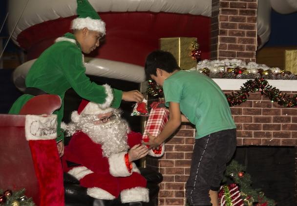 MWSS-171 sponsors Yahata Gakuen Orphanage Christmas party