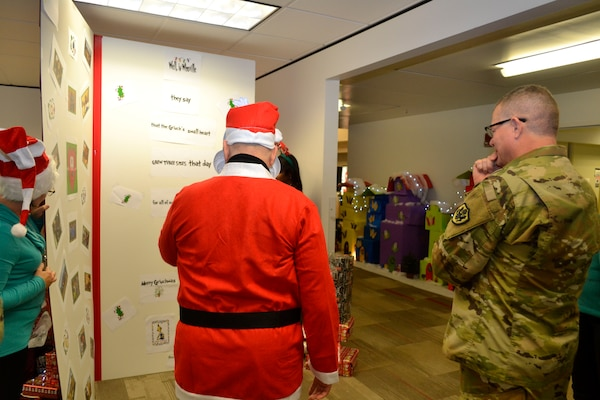 DLA Troop Support Holiday Card Decorating Contest